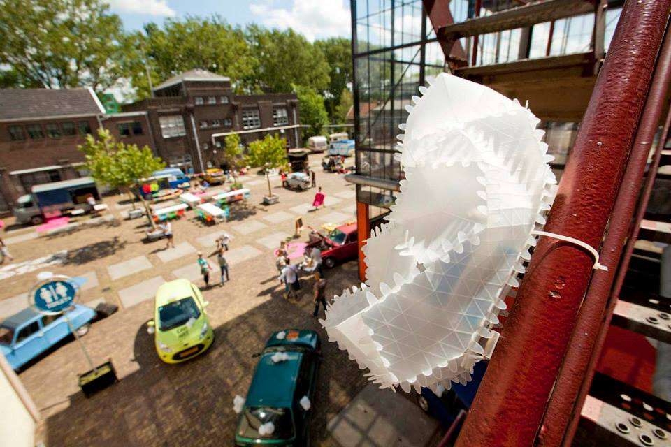 Car Art bij Lijm & Cultuur in Delft. Deze editie werden er Buqs verspreid over het hele terrein die willekeurig tikkende geluiden maaketen.