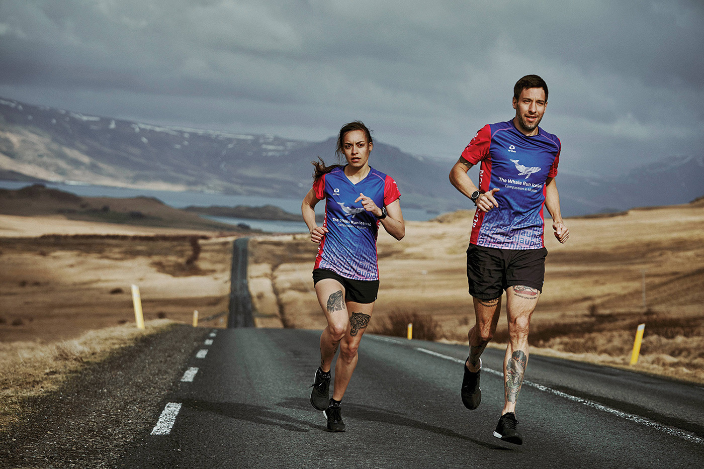 Auf Distanz entwarf die Kabelfabriek das Whale Run Logo, das während des Fotoshoots auf Island zum Einsatz kam.