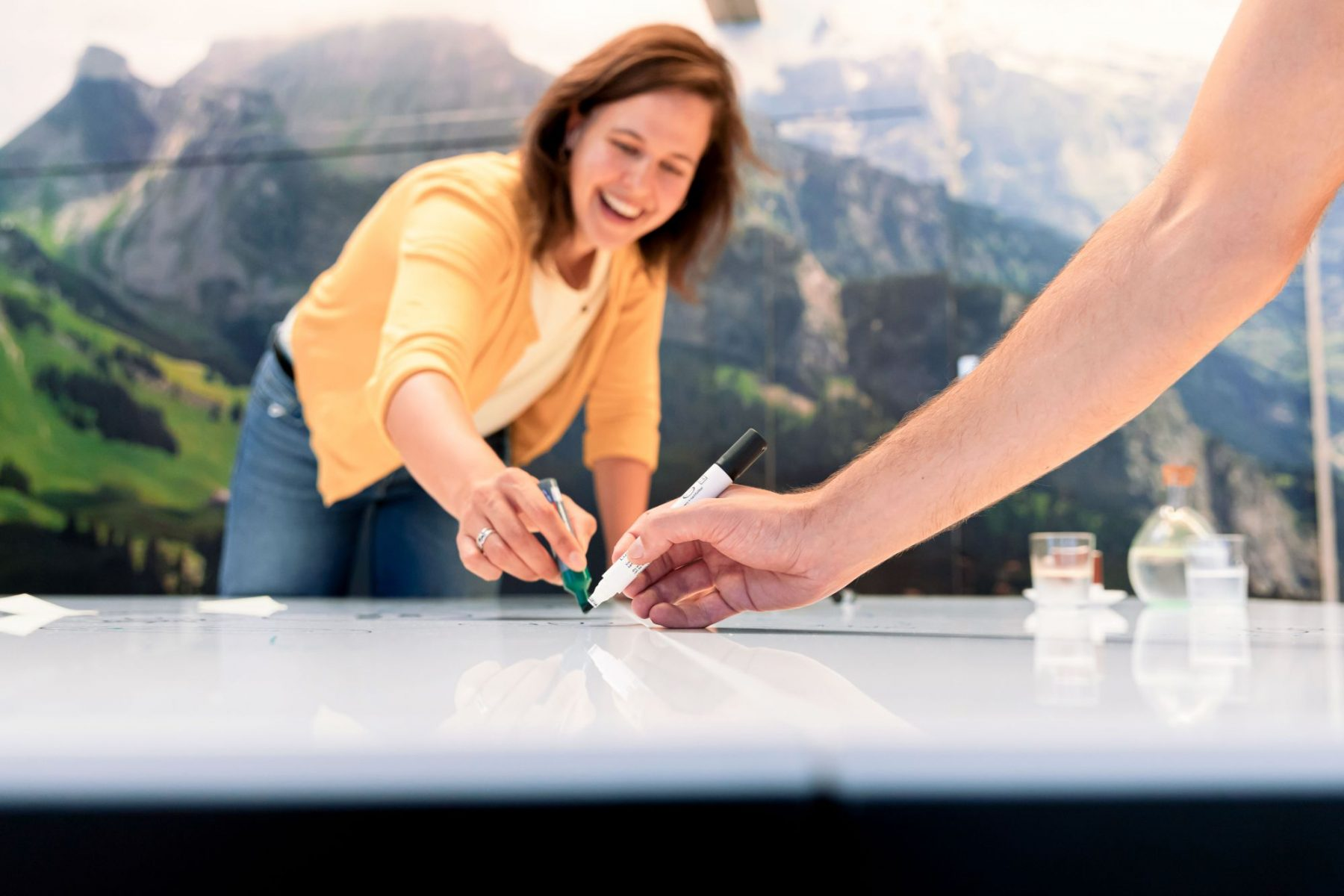 Tekenen op tafel bij de Kabelfabriek. Foto: Marianne Q.