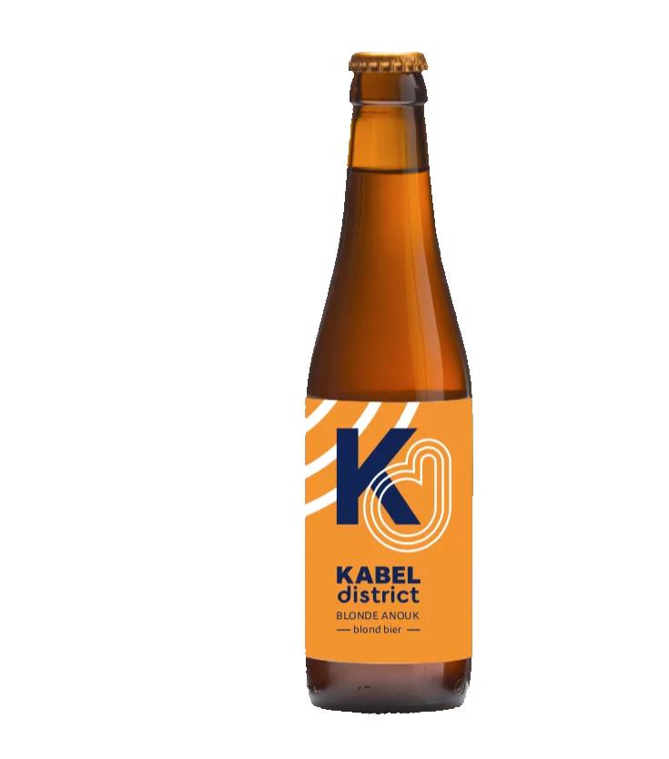 De Koperen Kat brouwde het bier. Het etiket is een ontwerp van de Kabelfabriek.
