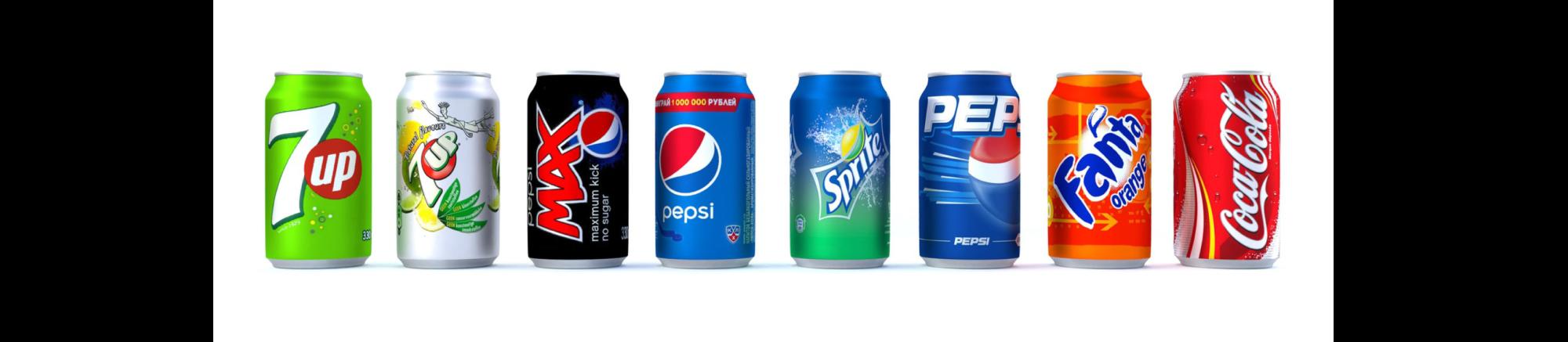 Rijtje blikjes van verschillende merken in verschillende kleuren.